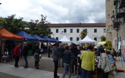 Diversas entidades de voluntariado participaron en la feria de entidades de voluntariado en Bergara